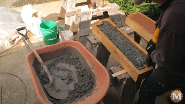 vibrating wet concrete mix to settle it