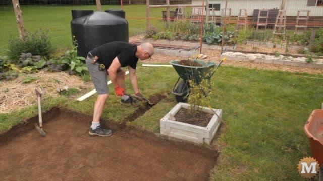 OFF-GRID Rainwater Harvesting - digging a drain trough