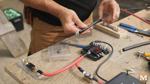 make negative wire from fuse block to shunt